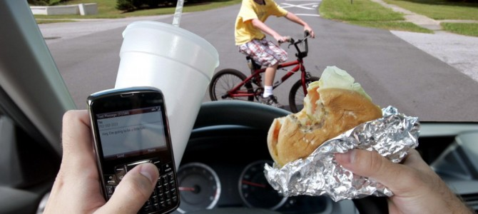 5 Kinds of Driving Distractions That Lead to a Car Accident!